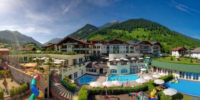 Kinderhotel Leading Family Hotel & Resort Alpenrose in Lermoos