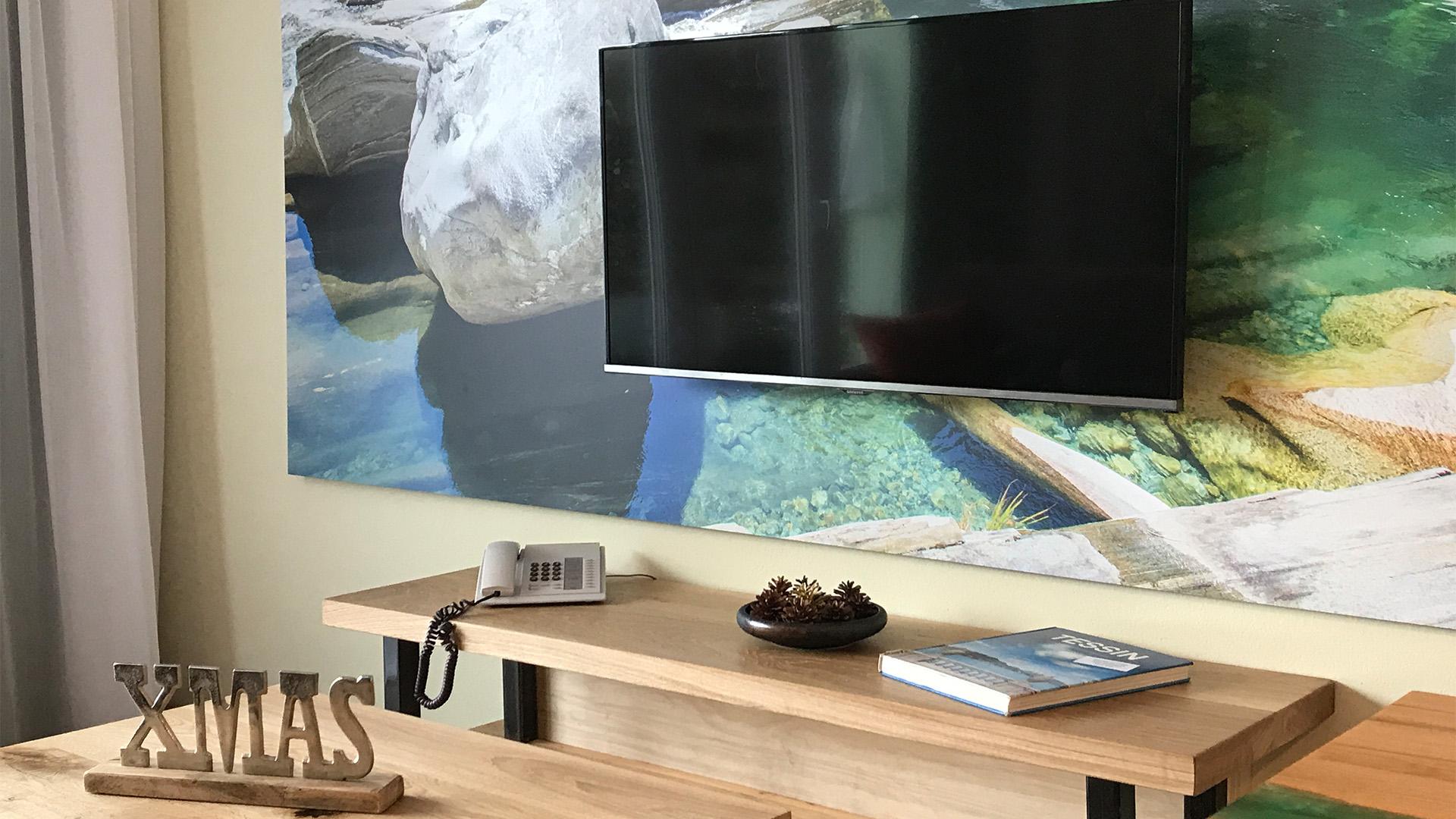 Grosser 55 Zoll LED Fernseher und gratis WiFi im gesamten Hotel.