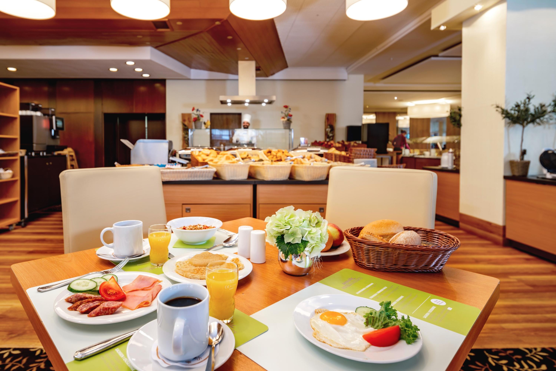 Abwechslungsreiches Frühstücksbuffet im Halbpensionsrestaurant Bergkristall