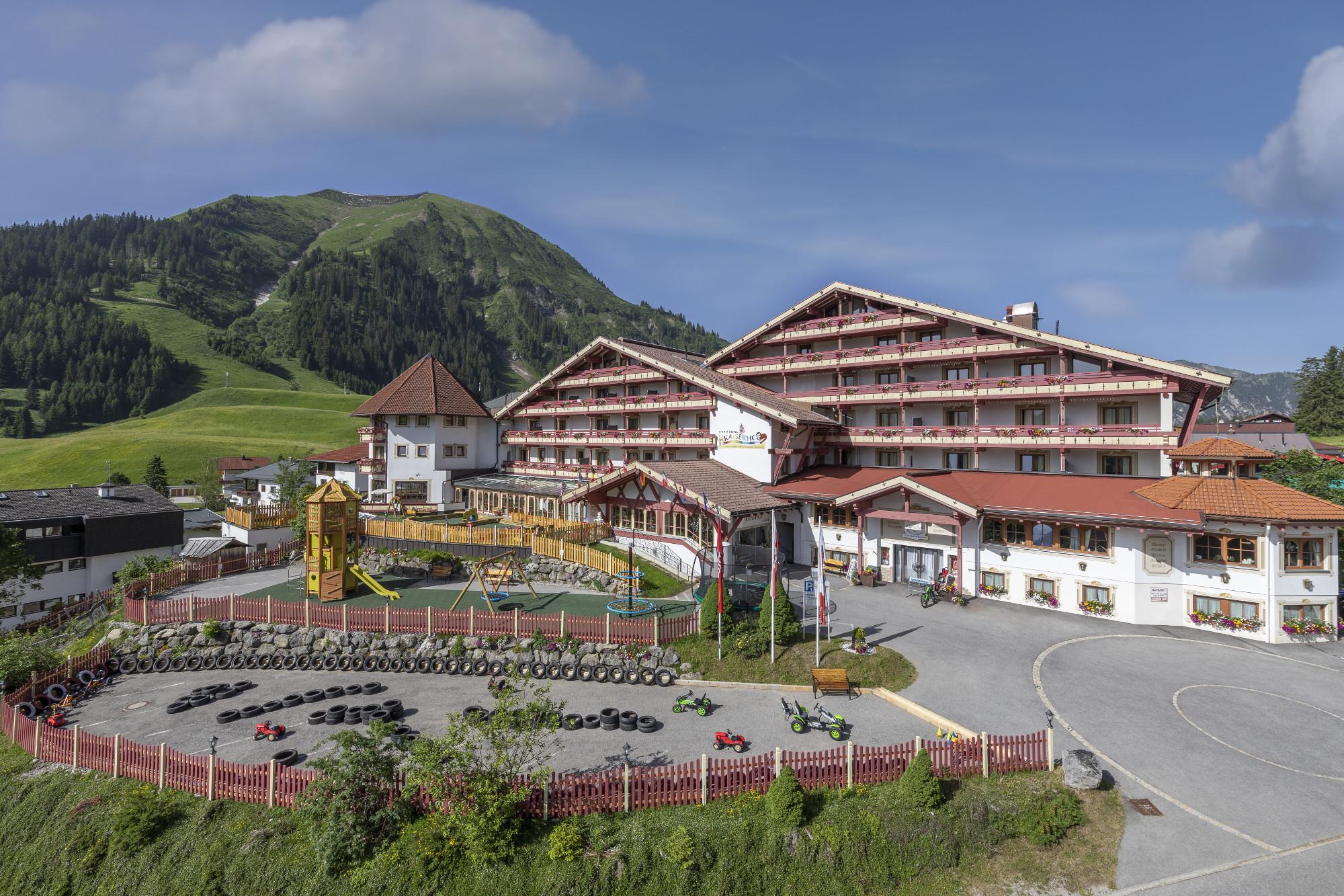 Familotel Kaiserhof - Sommer mit Spielplatz